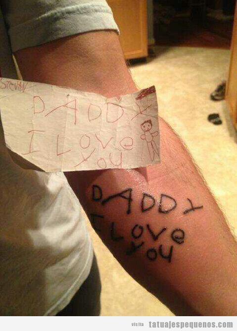 Un Padre Se Tatúa Un Dibujo De Su Hijo Pequeño Daddy I Love You