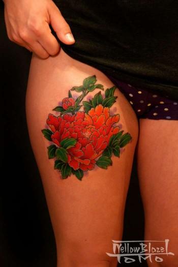Tatuaje Para Mujeres De Flor En La Pierna
