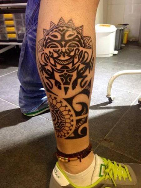 Tatuaje De Un Sol Maori En La Pierna
