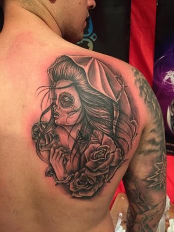 Tatuaje De Una Chica Pintada De Calavera Mexicana