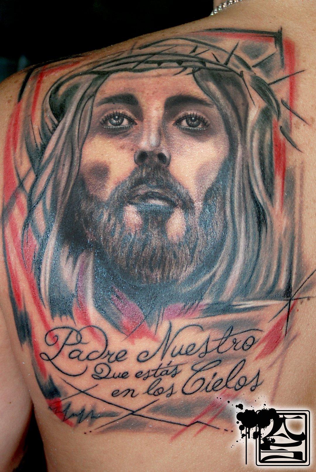 Tatuaje De La Cabeza De Cristo En La Espalda Y El Inicio Del Padre