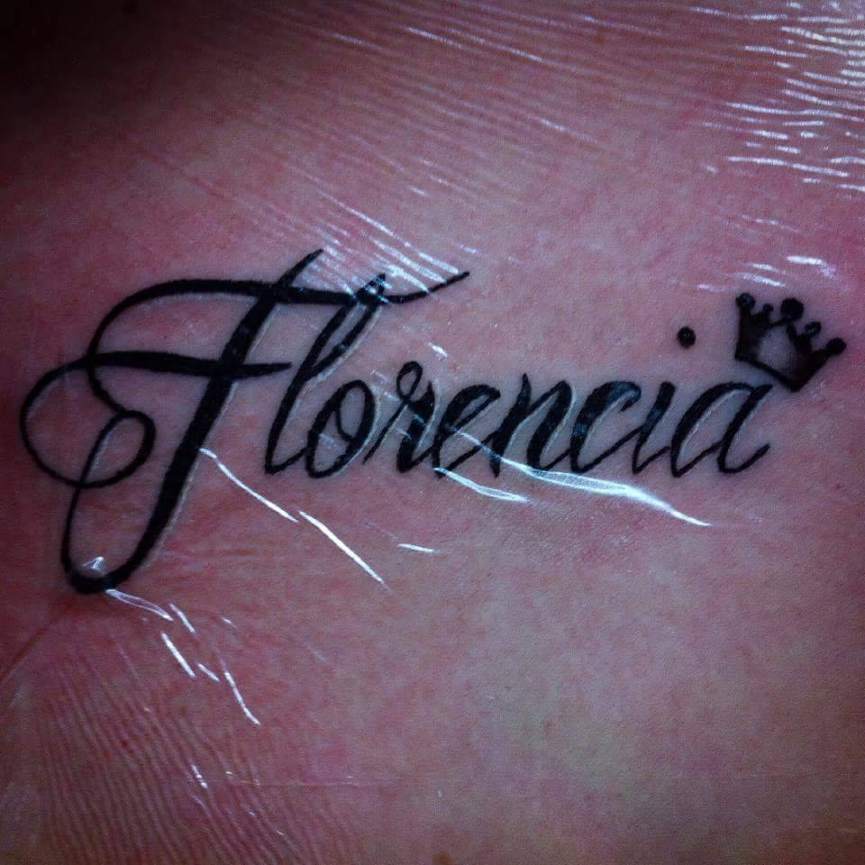 Tattoo Del Nombre Florencia Con Una Corona