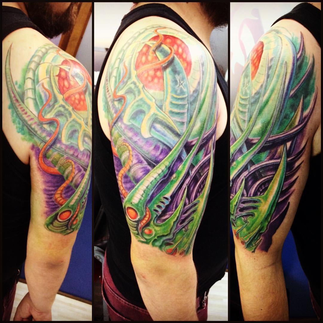 Color Tattoo Biomecánico En El Brazo