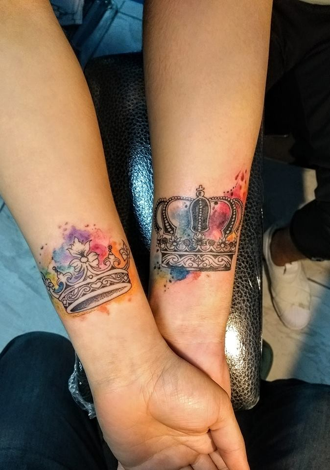 Tatuaje Del Artista Mexicano Nowone Coronas En Pareja Tatuajes