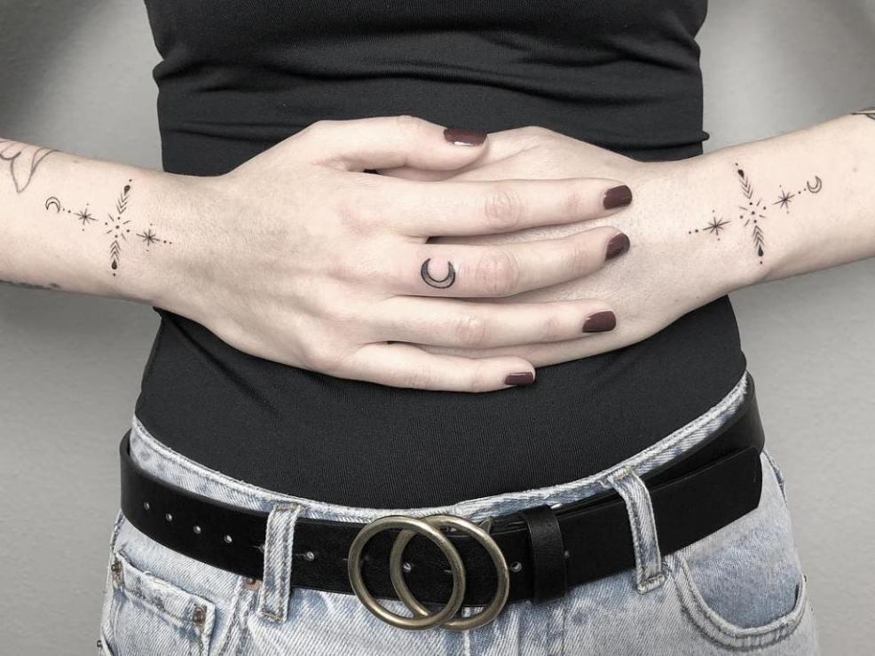 тату на пальцах для девушек значение для мужчин эскизы надписи