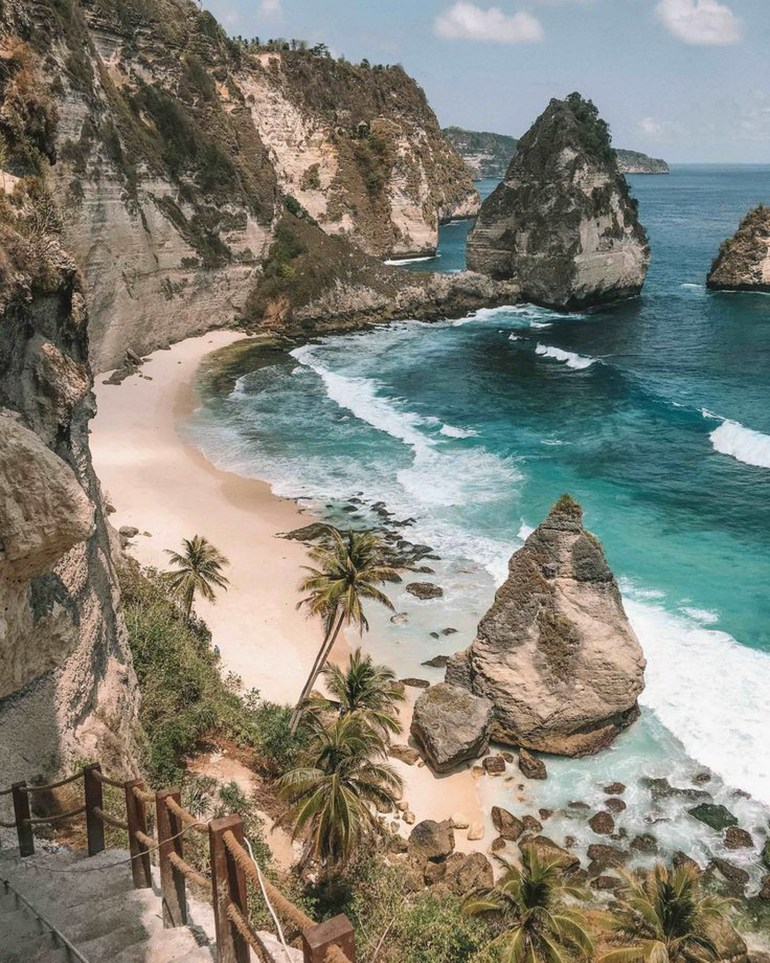 Atuh Beach Nusa Penida Indonesia - Bay, Body of water, Coast, Coastal and oceanic landforms, Headland, Natural landscape, Outdoor structure, Promontory, Rock, Shore, Water