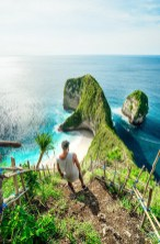Crystal Bay, Nusa Penida Bali Indonesia - Body of water, Coast, Coastal and oceanic landforms, Green, Natural landscape, Ocean, Outdoor structure, People in nature, Rock, Vegetation, Water