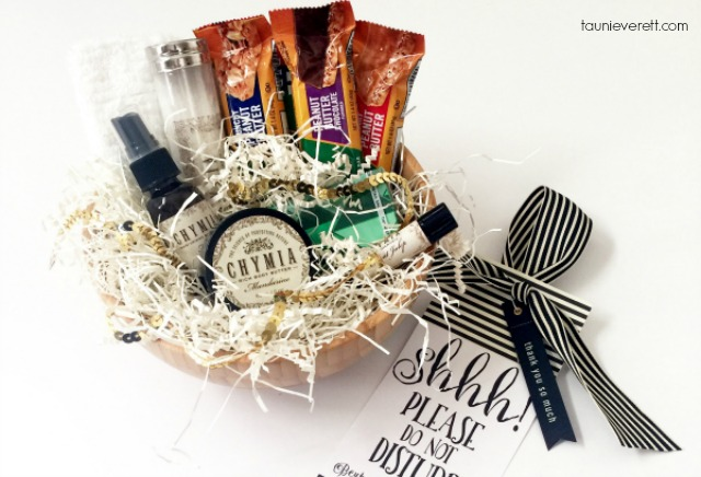 Houseguest Welcome Basket + Do Not Disturb Printable
