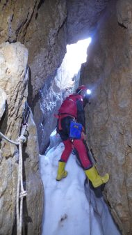 "Munir / exploration de la ""Crazy Guy Cave"""