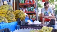 Gündoğmuş / Yann attend que les pastèques viennent à lui..