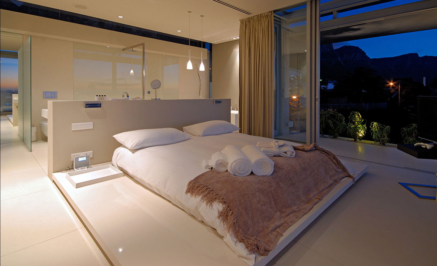 Modern Luxurious Bedrooms Home Design Ideas inside 14 Clever Initiatives of How to Makeover Modern Luxury Bedrooms