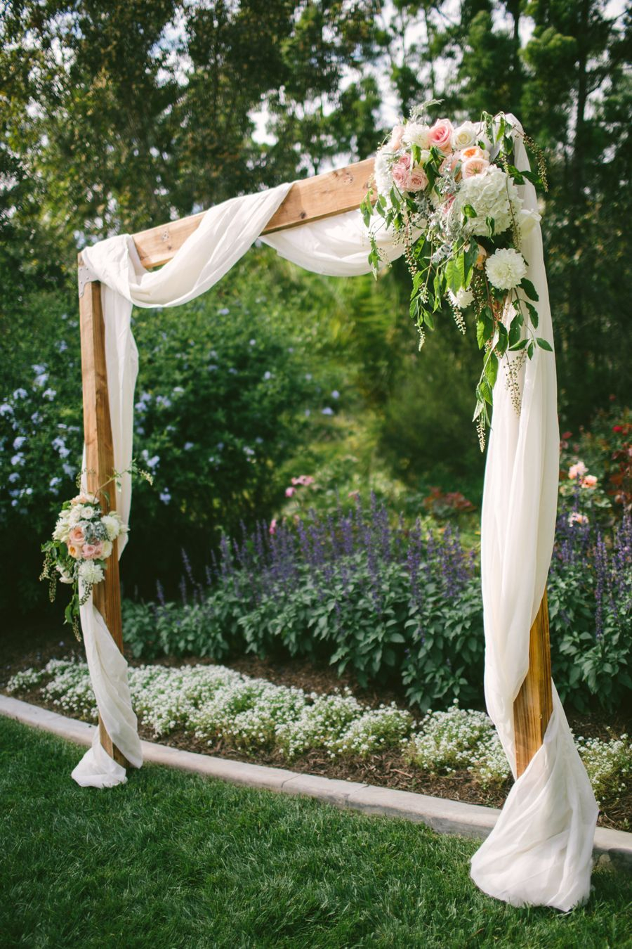 Romantic Meets Rustic Backyard Wedding Floral Arrangements throughout 14 Clever Ways How to Upgrade Country Backyard Wedding Ideas
