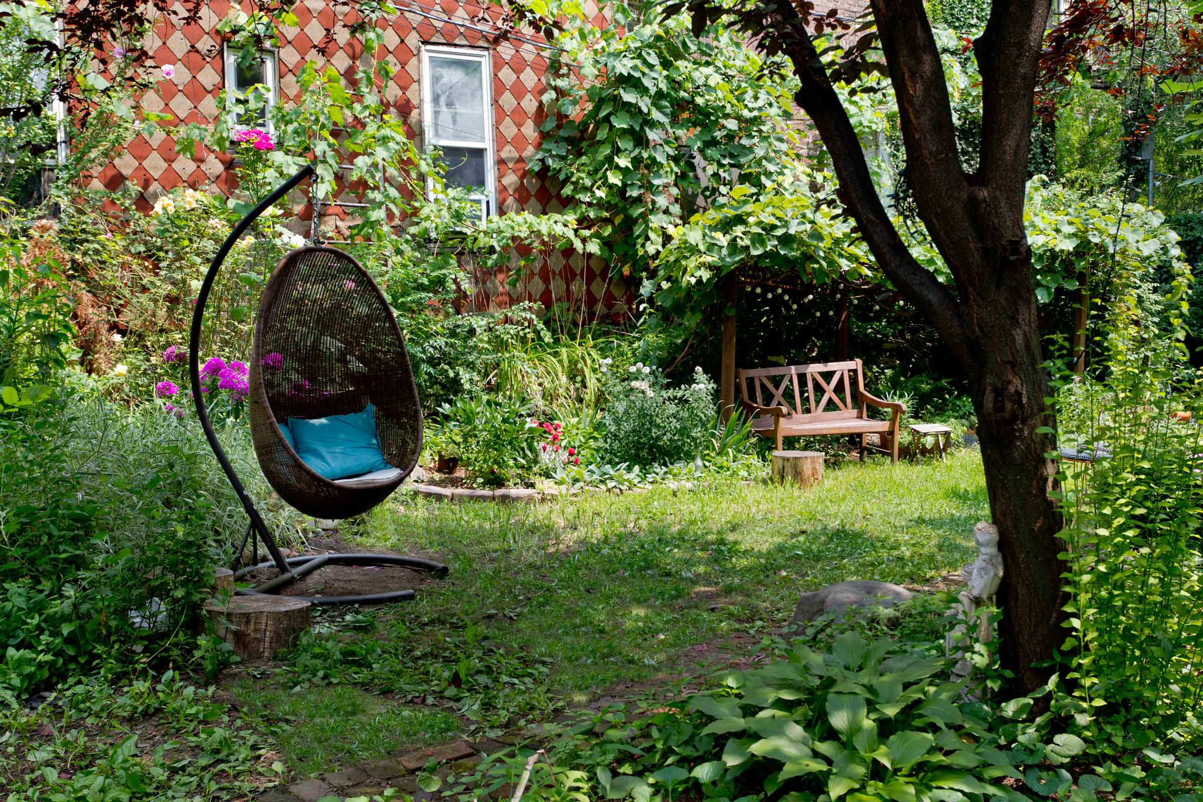 14 Best Outdoor Decorating Ideas For Small Spaces with Nyc Backyard Ideas