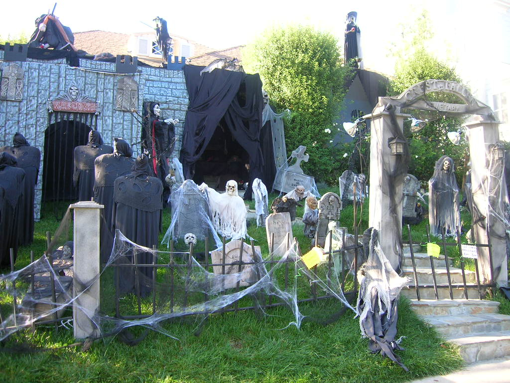 35 Best Ideas For Halloween Decorations Yard With 3 Easy Tips intended for Backyard Halloween Decorations