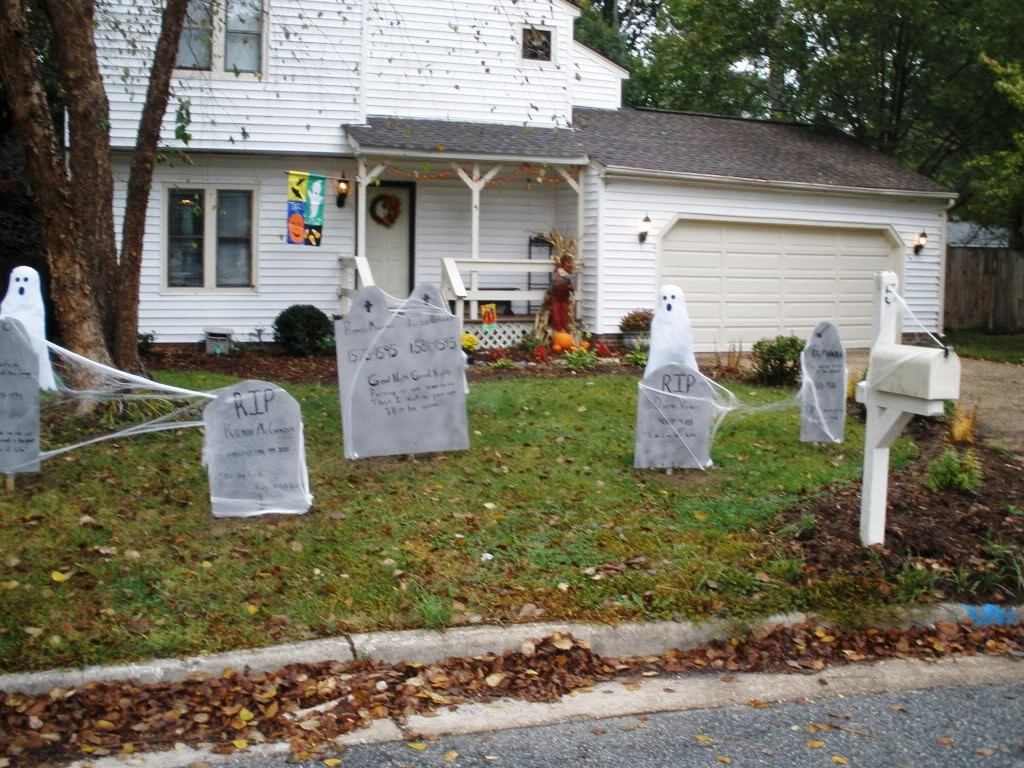 35 Best Ideas For Halloween Decorations Yard With 3 Easy Tips pertaining to 13 Genius Ideas How to Build Backyard Halloween Decorations
