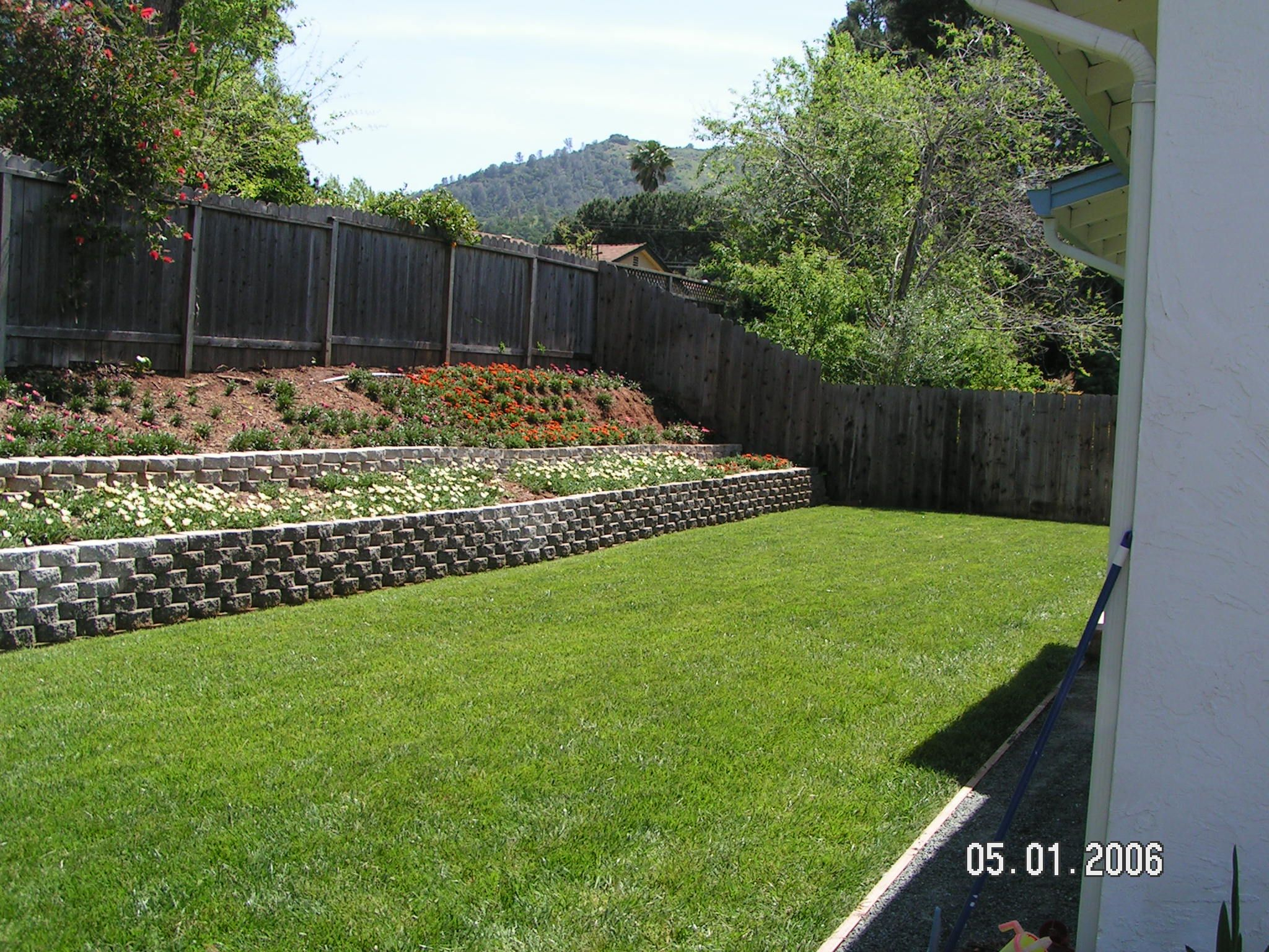 14 Some Of The Coolest Ways How To Makeover Backyard Wall with regard to 12 Clever Ideas How to Upgrade Backyard Retaining Wall Ideas
