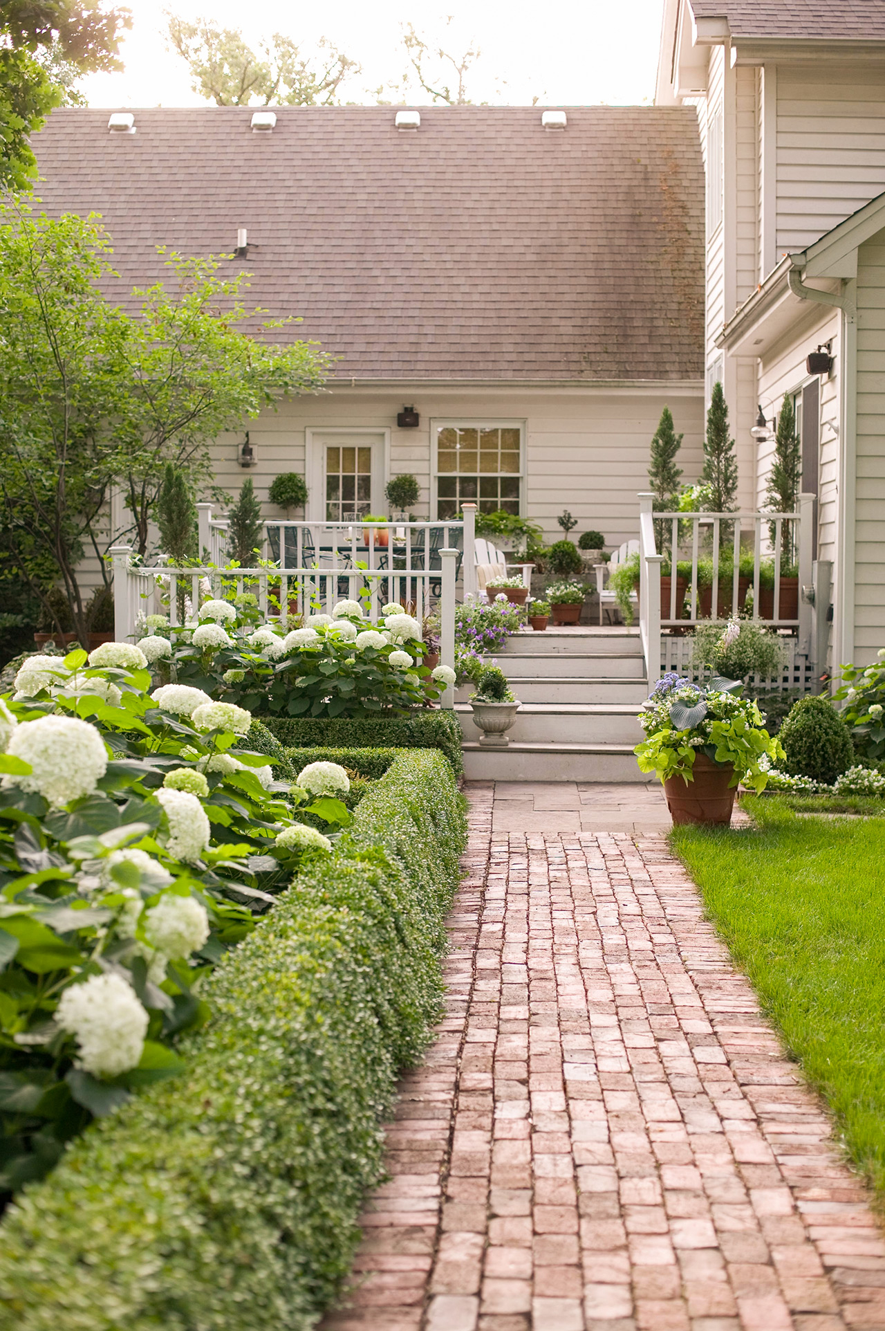 16 Simple Solutions For Small Space Landscapes within Landscaping Ideas For Small Backyards