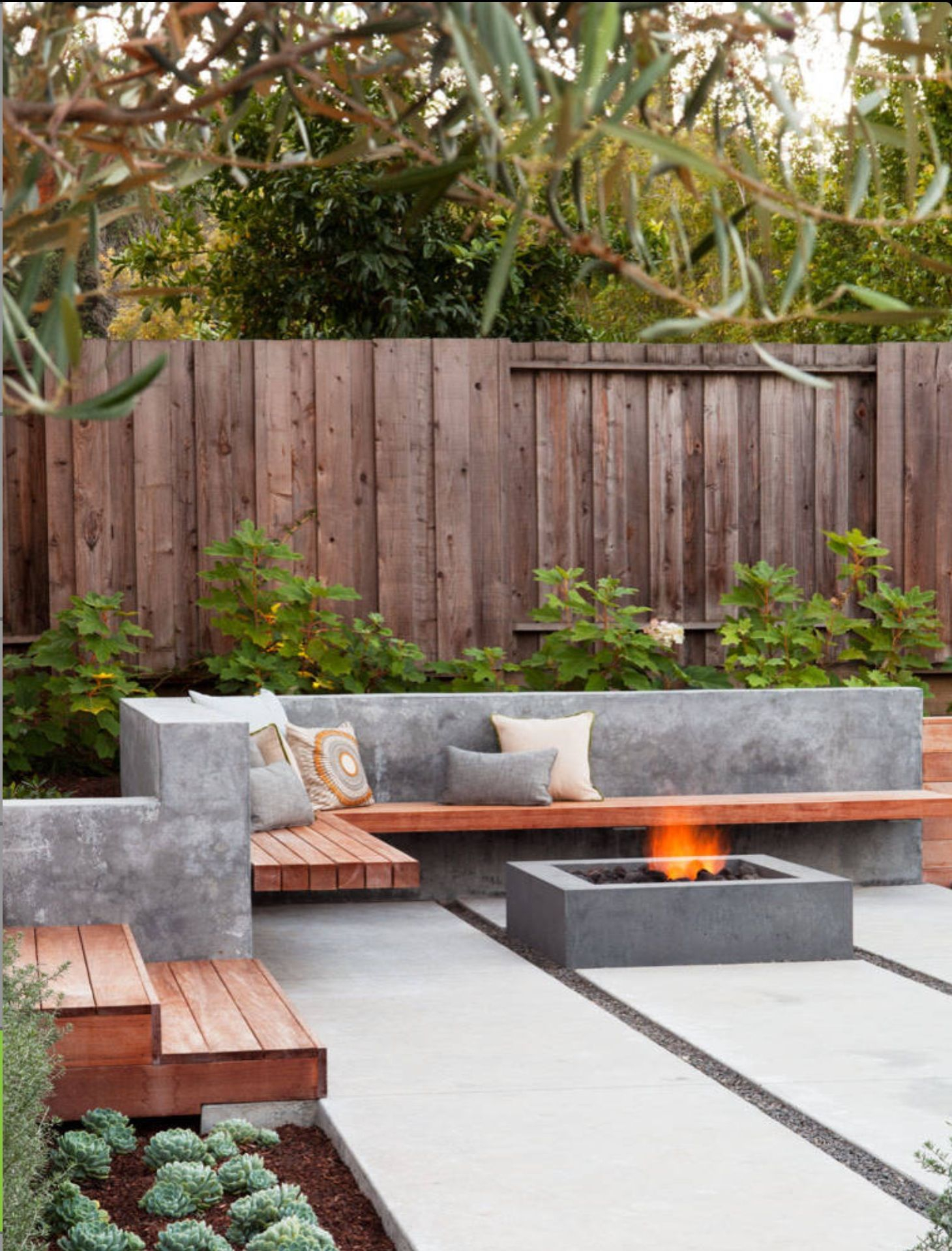 23 Small Backyard Ideas How To Make Them Look Spacious And Cozy for 11 Genius Concepts of How to Improve Concrete Backyard Landscaping