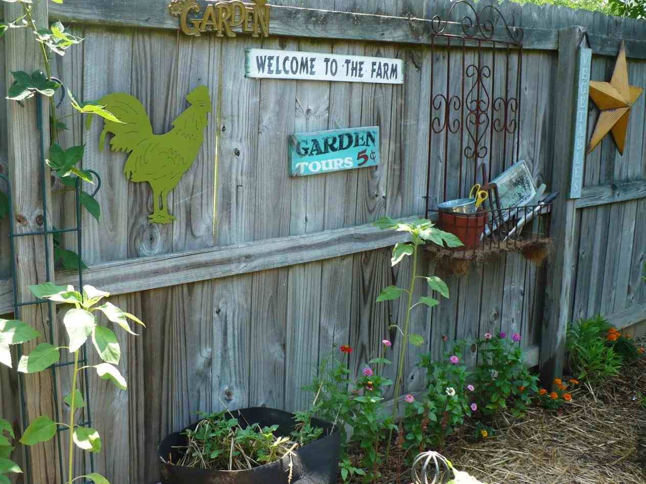 Garden Outdoor Fence Decorations Wall Decoration Ideas pertaining to 13 Clever Ways How to Makeover Backyard Fence Decorating Ideas