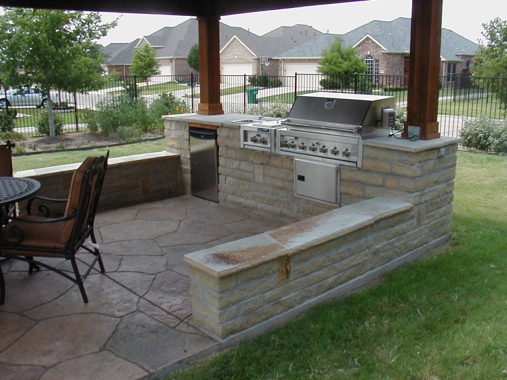 Simple Outdoor Patio Kitchen Design With Outdoor Kitchen In with regard to 11 Genius Designs of How to Build Simple Backyard Patio Ideas