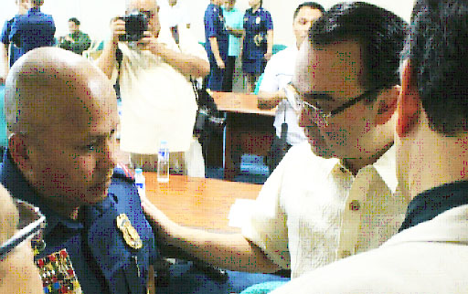 "PEOPLE'S SUPPORT FOR THE PNP LEADERSHIP. Senator Alan Peter Cayetano consoles PNP Chief Director General Ronald ""Bato"" Dela Rosa, as he expressed his confidence that the people continue to trust and support the PNP leadership's ability to reform the police force and cleanse its ranks of rogue policemen and scalawags and to make it more effective in the government's campaign against crime and illegal drugs."