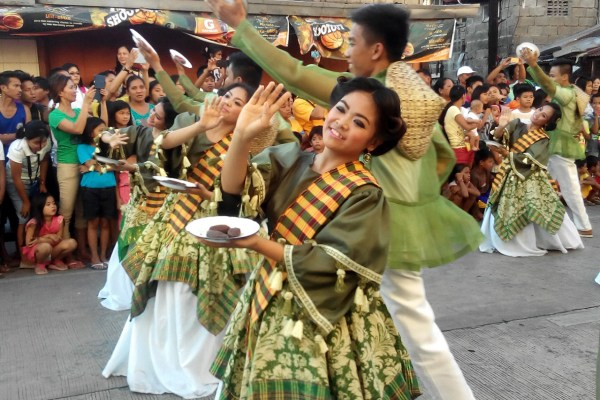 LONGGANISA FESTIVAL STREET DANCING. Dancers wearing traditional Filipino costumes entertain tourists in a street dancing parade in this file photo from Longganisa Festival 2016. Vigan City will celebrate Longganisa Festival on Jan. 22, 2018, the Vigan City Fiesta on Jan. 25, 2018 and the Kannawidan Ylocos Festival starting on Jan. 26, 2018. (Photo by Salvador Espejo)