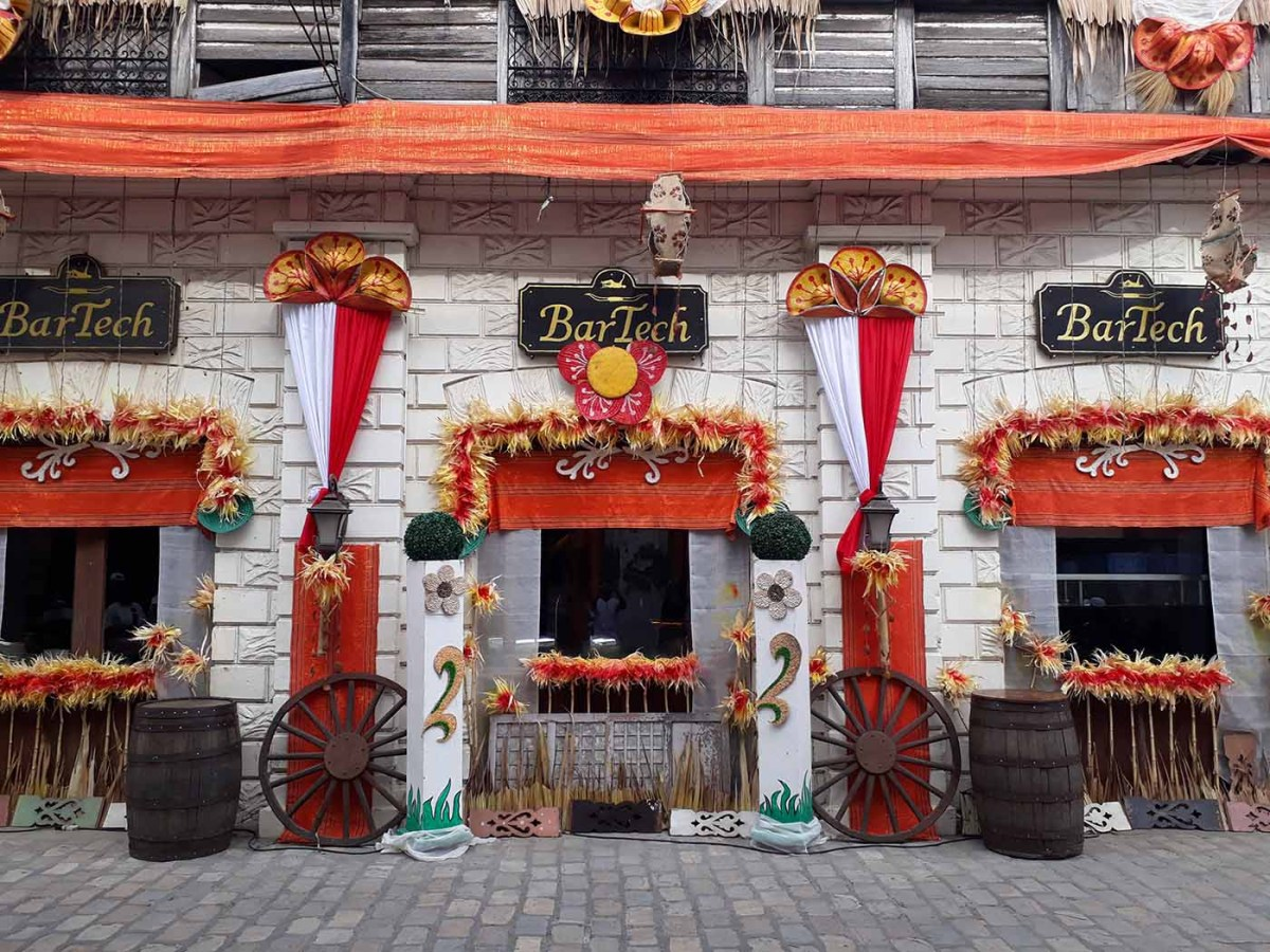 Abel house decor along Crisologo St., Vigan City, Ilocos Sur (photo by Jasper Allibang Espejo)