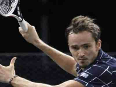 Daniil Medvedev defeats Alexander Zverev in Paris Masters final to clinch his 8th ATP title