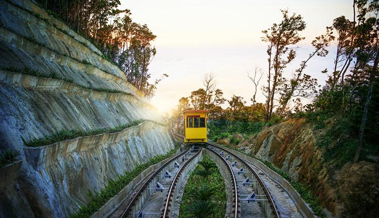 Tàu hỏa leo núi -Bà Nà Hills