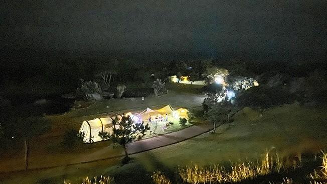 夜に高台のキャンプ場からみた景色