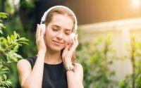 bluetooth headphones that allow ambient noise tax twerk