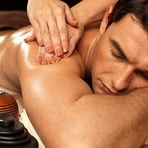 Massagem, clínica de estética, bairro do limão, tay akemi, homem, homem deitado, mãos