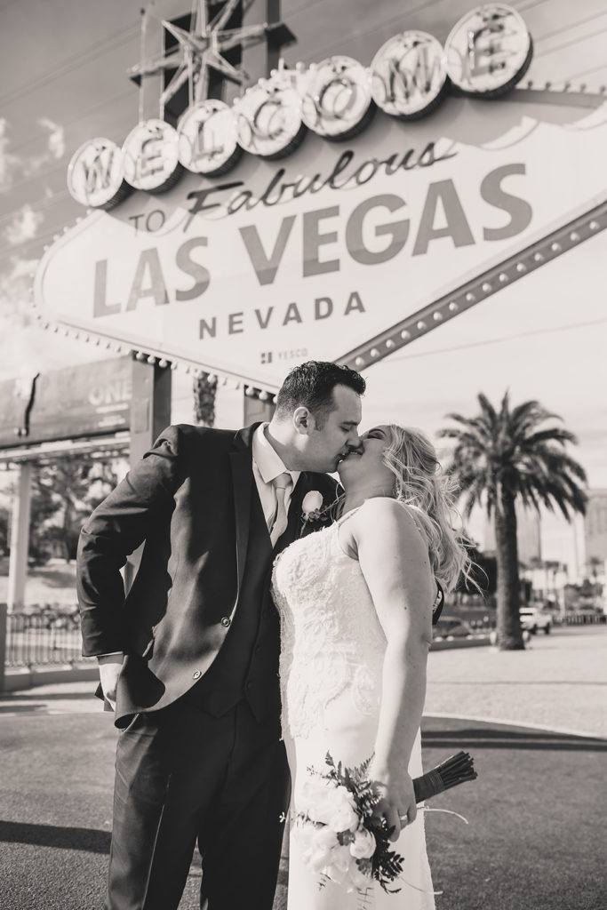 Taylor Made Photography captures newlyweds by Las Vegas neon