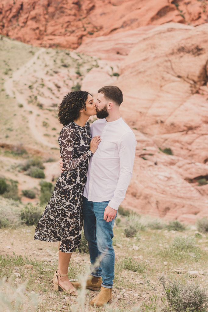 chic Red Rock Canyon engagement session with Taylor Made Photography