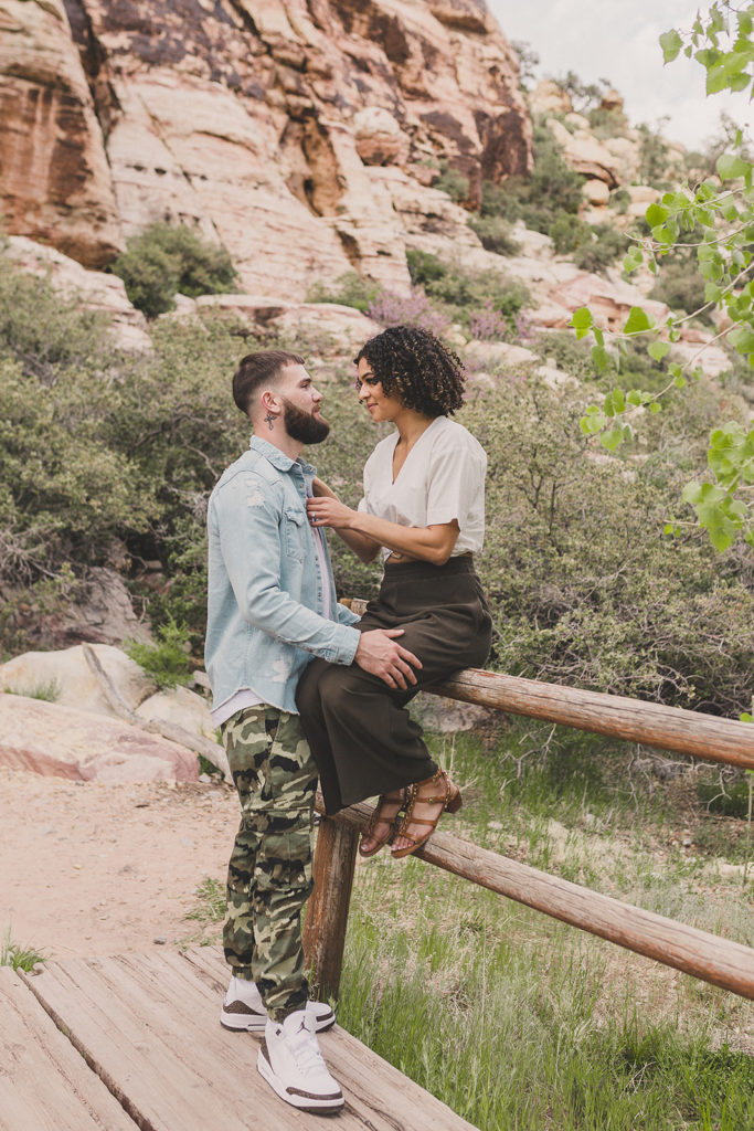 Taylor Made Photography photographs couple along fence line in Red Rock Canyon