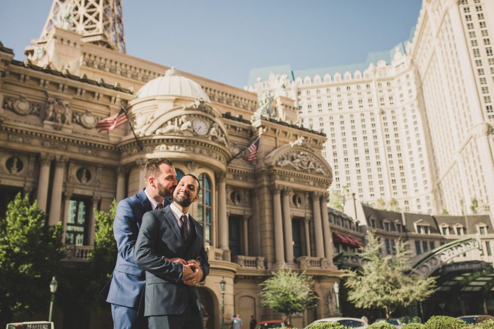 Taylor Made Photography captures portraits of couple eloping in Las Vegas