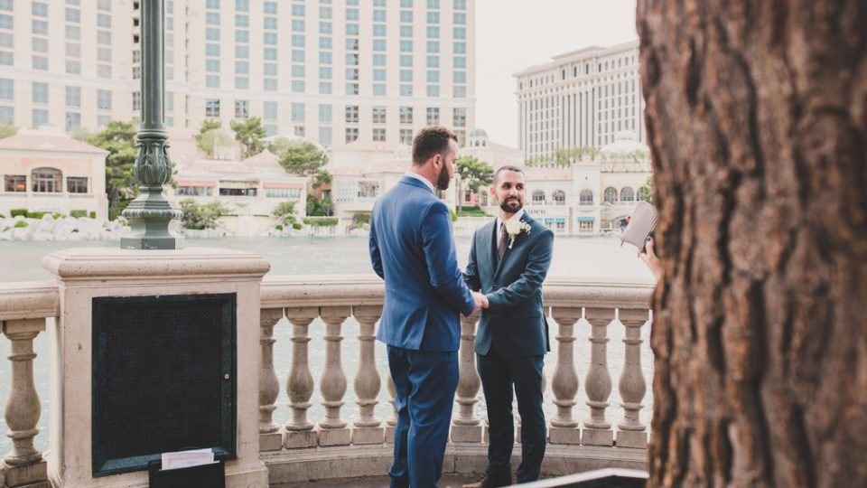elopement in front of Bellagio Fountains photographed by Taylor Made Photography