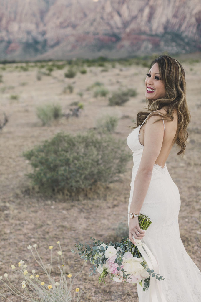bridal portraits in Red Rock Canyon