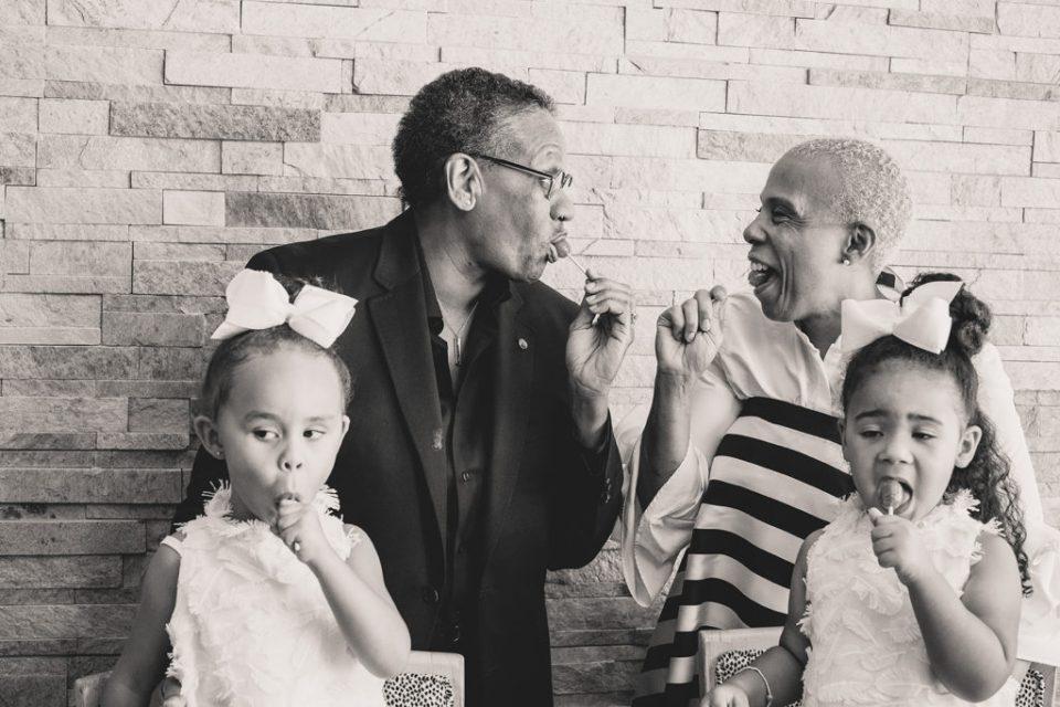 Las Vegas couple poses with grandchildren with blow pops