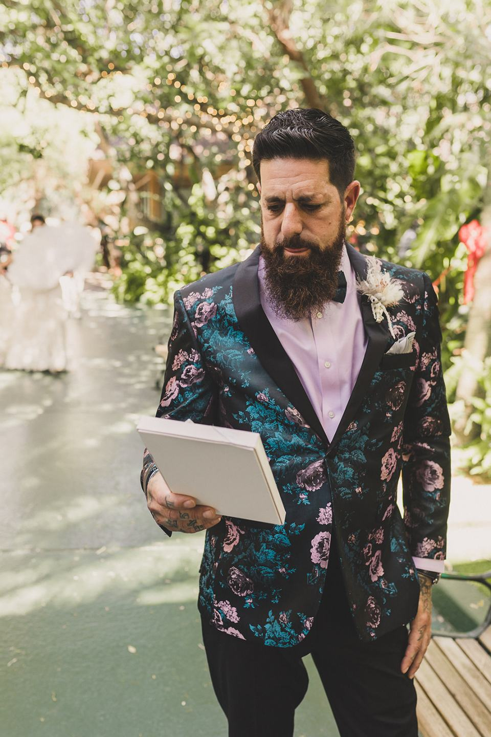 groom reads letter from bride before first look