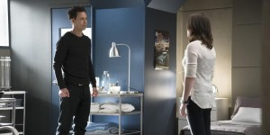 harrison-wells-and-jesse-return-from-earth-2-on-the-flash
