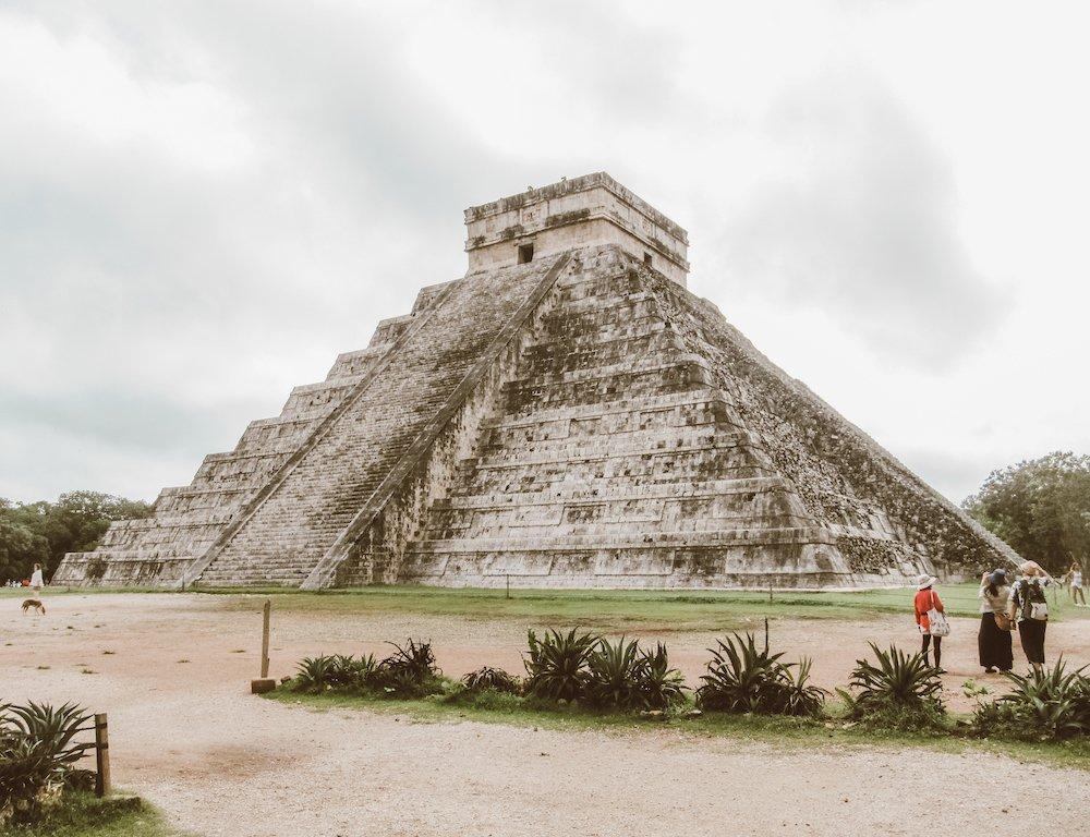 The main pyramid of Chichen Itza, Mexico -- El Castillo