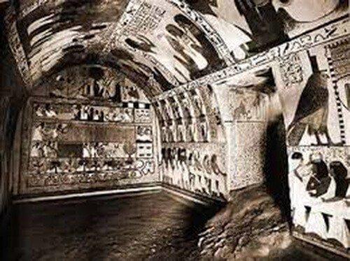 Будучи преисполнены решимости обладать передовыми технологиями, КГБ использовали свои разведывательные службы, чтобы определить местонахождение нескольких мест. Где могут быть обнаружены внеземные артефакты.