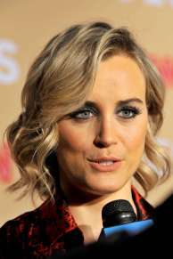 Taylor-Schilling--CNN-Heroes-2015--05