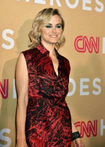 taylor-schilling-cnn-heroes-2015-at-the-american-museum-of-natural-history-in-nyc_4