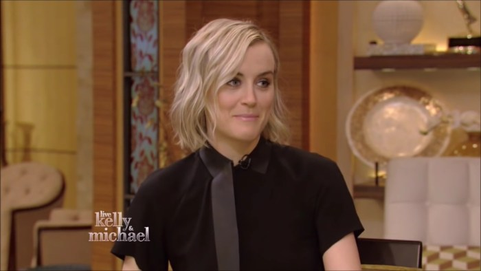 Taylor Schilling Live! With Kelly and Michael 2015 06 15.mp4_20160126_202025.798