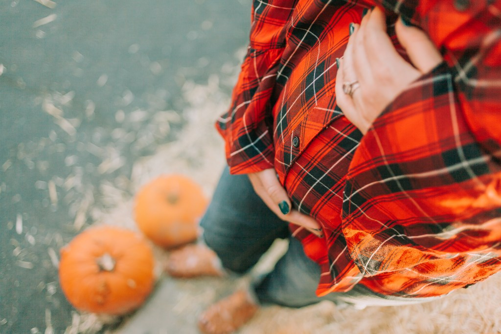 maternity jeans, maternity clothing, fall maternity outfit ideas, plaid button up, flare sleeve, pregnancy pictures
