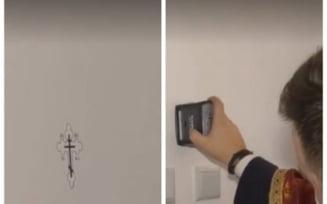 VIDEO Biserica Ortodoxa a lasat trafaletul si a trecut la sfintirea cu stampila