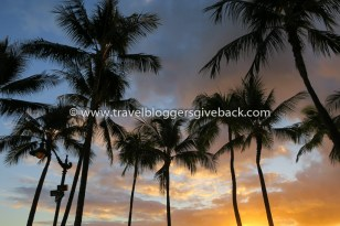 32 - Havaiji, USA Palmuasema Havaiji, USA: Auringonlasku Waikiki Beachillä, Hawaijilla, Oahulla. Myynnissä myös valmiina tauluna!