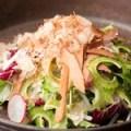 ゴーヤと燻しカツオの菜鉢